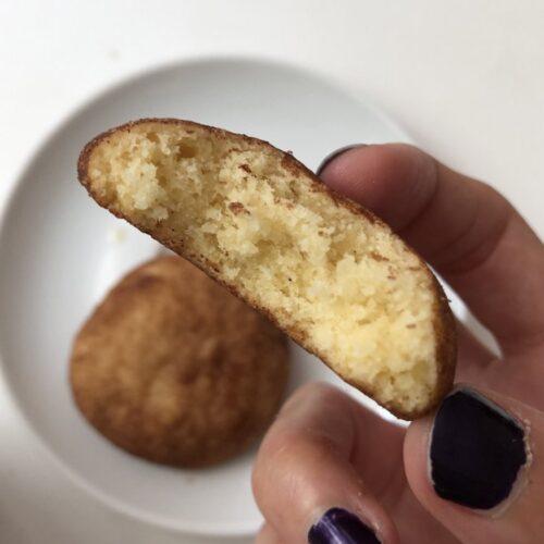 סנידקרדודלס: עוגיות ענן חמאתיות במעטפת קינמון וסוכר | מתכון